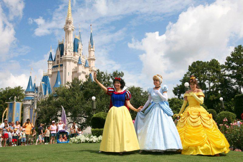 Castillo de Cenicienta y princesas de Disney en Magic Kingdom
