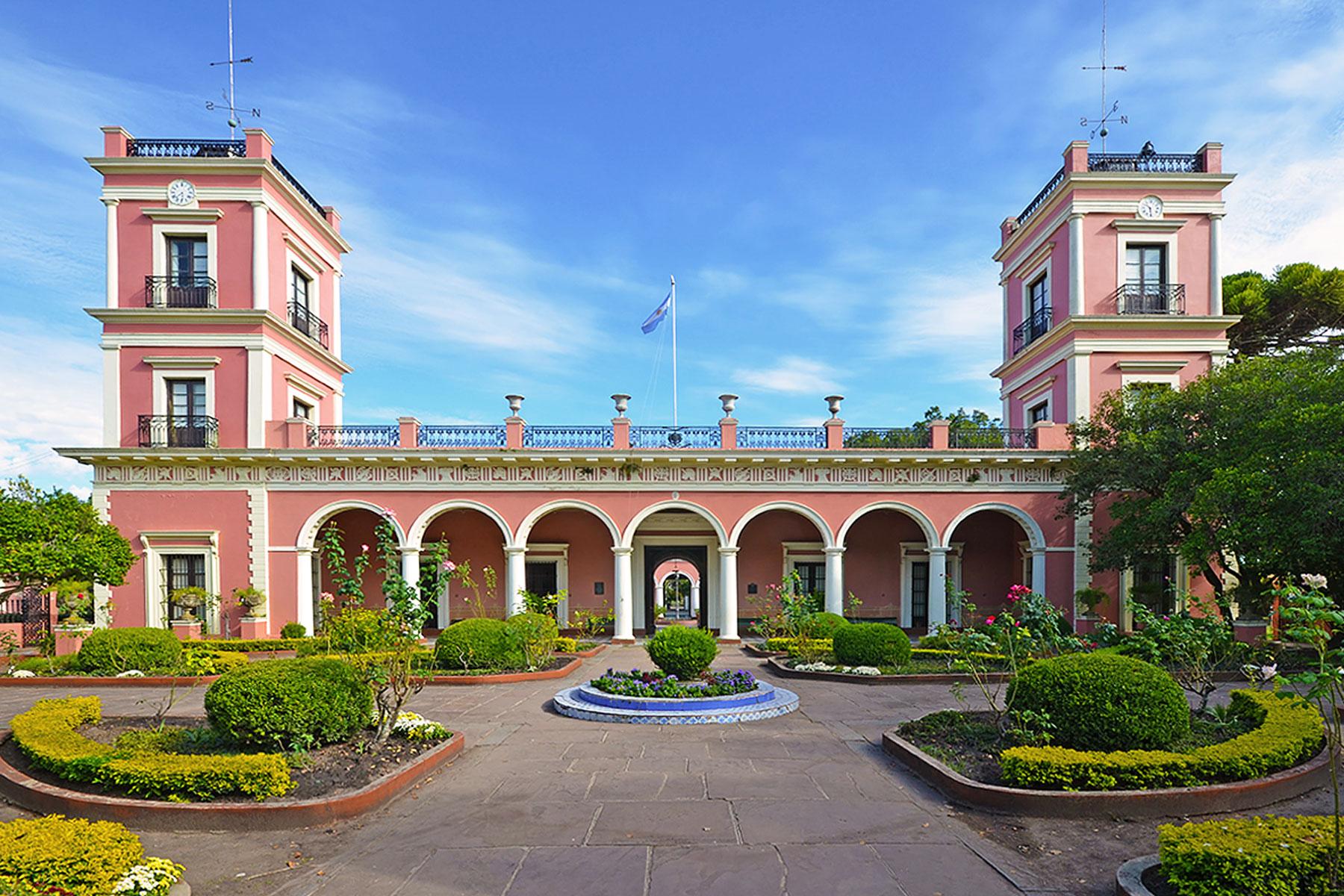 Fachada del Palacio San José